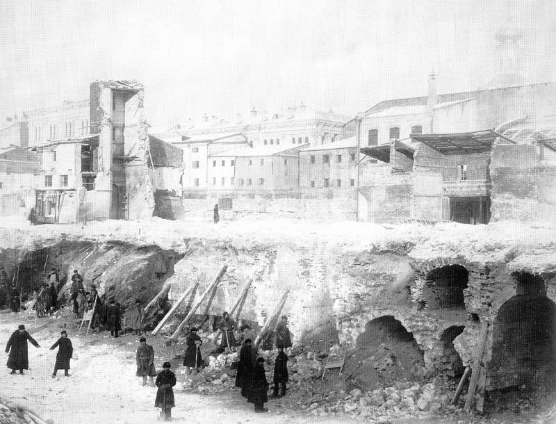 Подвалы Верхних рядов 16 века, открывшиеся при работах 1889 года.