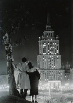 «У гостиницы «Украина», Е.Кассин, 1950 год