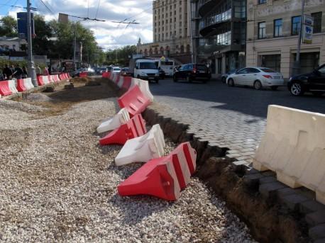Разрушенная брусчатка на Баррикадной, 8 сентября, 2012, фото Н. Самовер