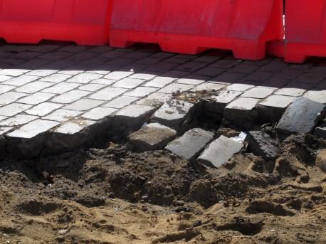 Разрушенная мостовая, 8 сентября, 2012, фото Н. Самовер