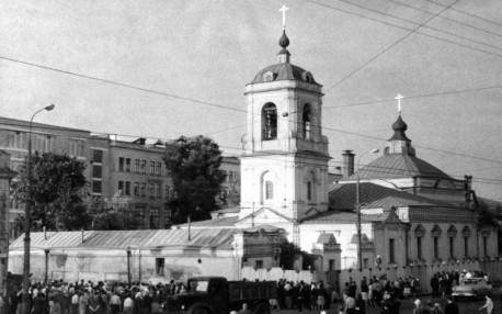 Храм Спаса в Преображенском, демонстрация против сноса, 1964г.
