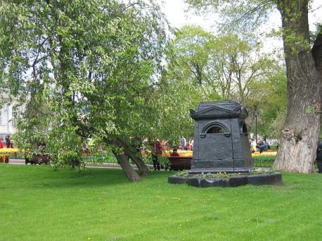 Александровский сад, тополь у фонтана