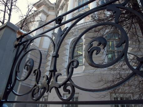 ограда Быковского после ремонта