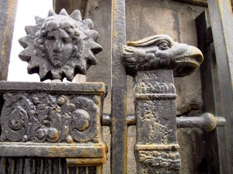 ограда Тюрина, фрагмент калитки, ржавчина