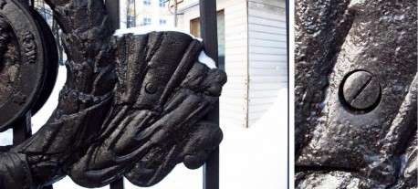 ограда Тюрина. винт, врезанный в литой декор ворот