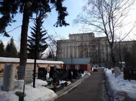 Донской монастырь и высотное здание5