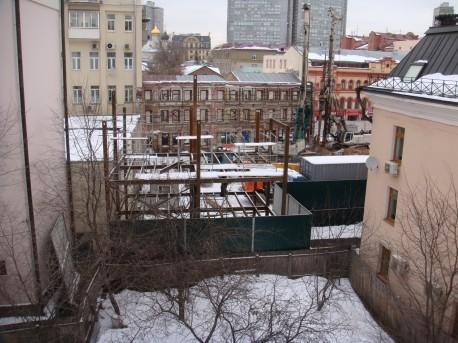 Стройка вблизи Дома Мельникова