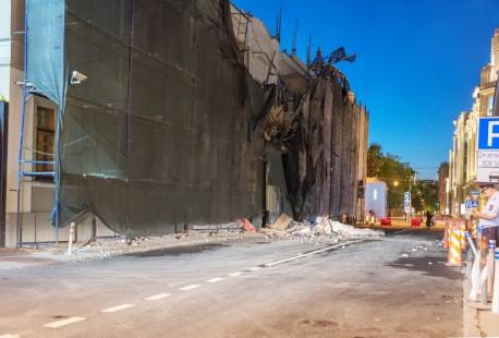 Обрушение фасада на Воздвиженке