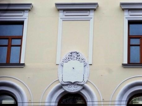 Уцелевший герб дома Болконского