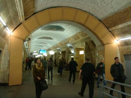 Станция «Новокузнецкая», покраска гермозатвора, май 2015