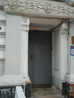 Центральный подъезд дома № 18 на Мясницкой улице
