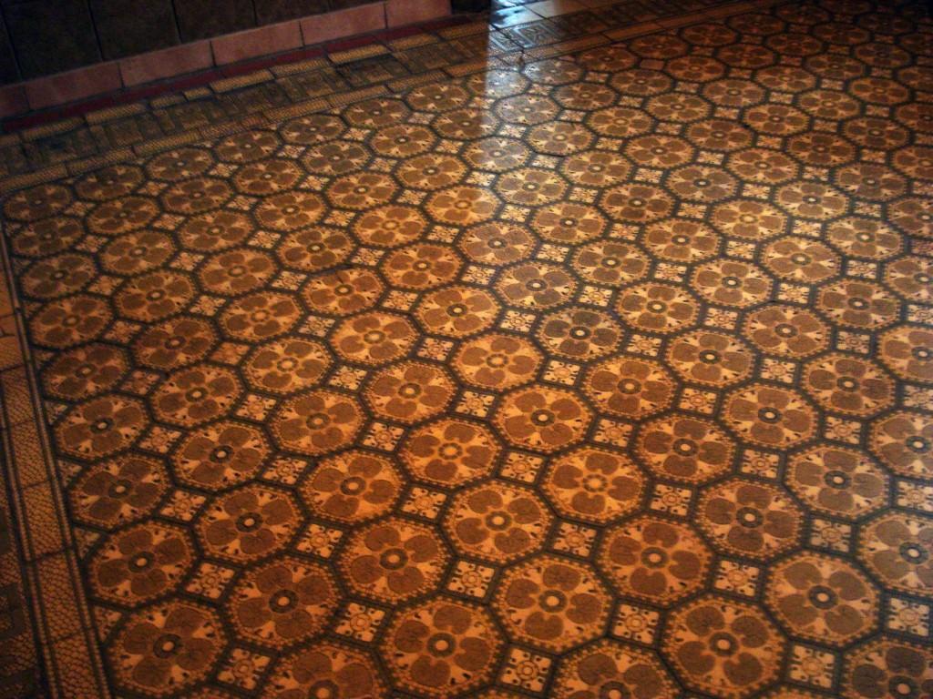 Мозаичное панно в комнате бокового входа дома Носова