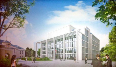 «Элемент современного строительства» при реставрации памятника архитектуры (заметен слева)