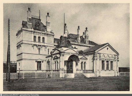 Пассажирское здание на остановочном пункте Военное поле