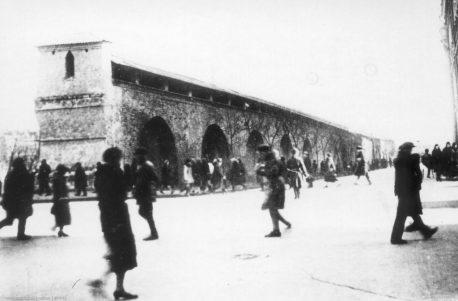 Стена Китай-города на Новой площади после реставрации 1929 года