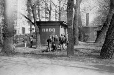 pivnoy-larek-na-rozhdestvenskom-bulvare-1993-g