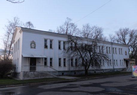 Здание радиоузла, которое попадает в пятно строительства нового павильона