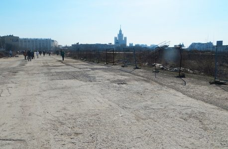 Пустырь на месте снесенной гостиницы «Россия»
