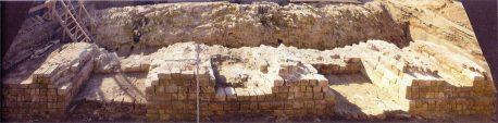 Фрагмент Китайгородской стены в процессе раскопок
