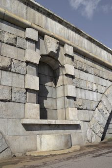 Вид на Каланчевский путепровод. Деталь обрамления ниши. Фотография С. Колузакова, 2019