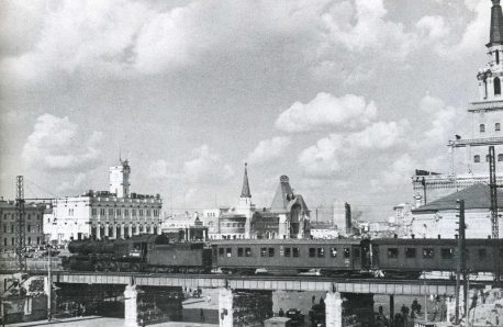 Вид на путепровод, Николаевский и Ярославский вокзалы с Каланчевской улицы