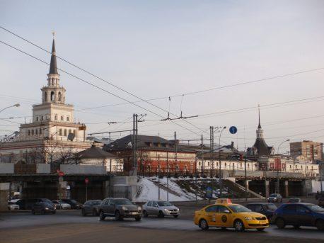 Северная часть существующего путепровода на фоне Казанского вокзала