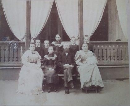 Семейный портрет. 1893 или 1894 г.