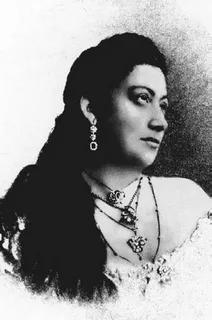 Варя Панина (1872–1911), исполни-тельница цыганских и русских романсов, выступавшая в находящихся неподалеку ресторанах «Стрельна» и «Яръ»