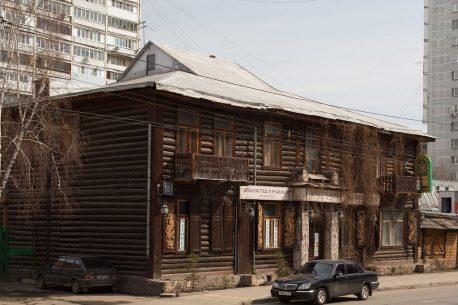 Строение Е (бывший жилой дом, ныне д.18 — «Изба на Масловке»).Фото 2010-х гг.