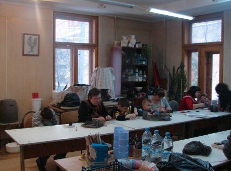 Занятия по керамике и работы школьников. Фото: АНО «Центр ремесел»