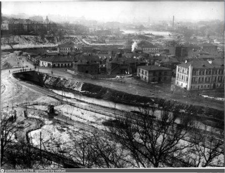 Архивное фото. Вид от Андроникова монастыря на долину Яузы в сторону Кремля
