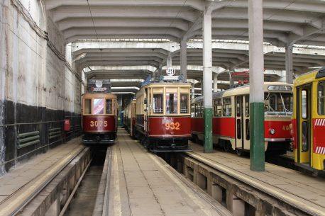 Музейные вагоны в депо им. Апакова